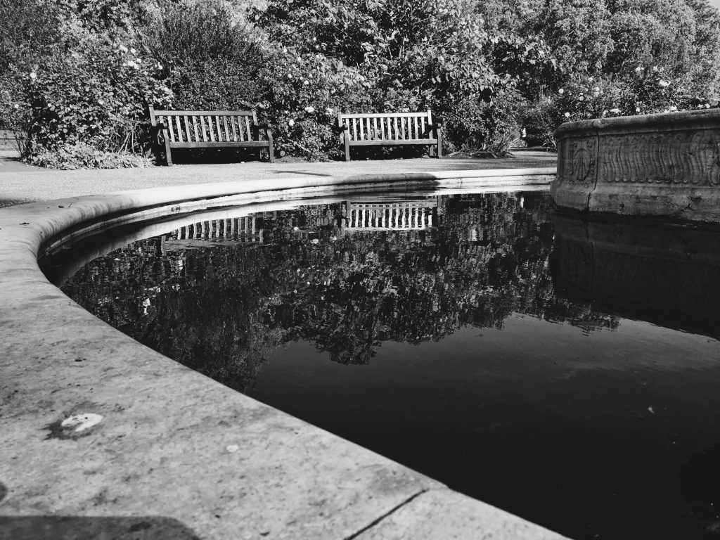 Benches around a water basin in Hyde Park